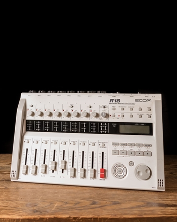 Zoom R16 - 16-Track Digital Recorder/Interface/Controller *USED*